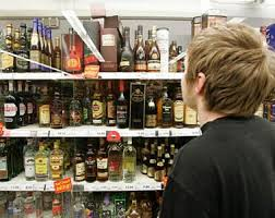 Продавщица из Сафонова пойдет под суд за продажу спиртного подросткам