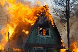 Под Смоленском от огня пострадали два жилых дома
