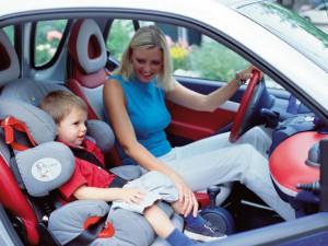 Смоленских родителей проверят на соблюдение правил перевозки маленьких пассажиров