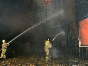 В Смоленской области шестеро пожарных тушили двухэтажную кирпичную баню