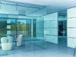 Стеклянные перегородки – стильное решение для современных квартир