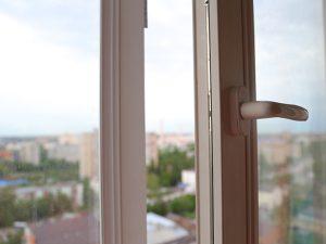 5-летний ребёнок погиб, выпав из окна многоэтажки в Смоленске