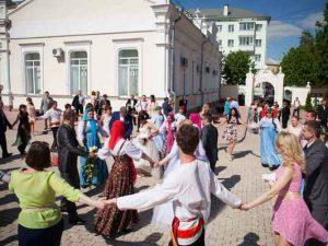 Смоленские молодожёны отпраздновали «Красную горку»