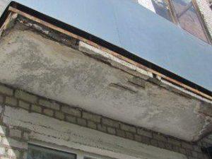 В Смоленске на Кирова старушка выбросилась с балкона пятого этажа