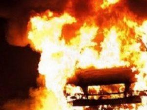 В Смоленске во 2-м Рославльском переулке дотла сгорела «Toyota Yaris»