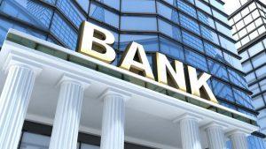 Украинские банки стали блокировать карты клиентов