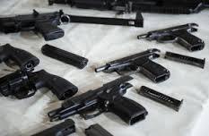 В Смоленске парикмахер торговал оружием прямо в салоне красоты
