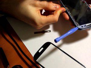 Каждый может произвести замену стекла Samsung Galaxy S3