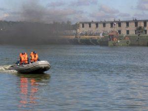 Смоленские спасатели учились тушить пожары на объектах Минобороны