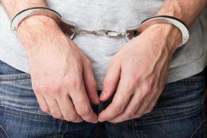 В Смоленской области бывший вор похитил из деревенского магазина продукты и алкоголь