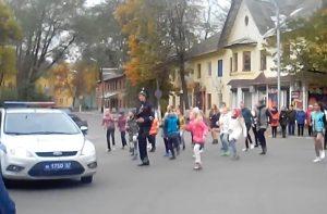 Полицейские проверяют, опасны ли дороги, ведущие в смоленские школы