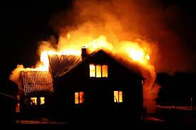 В Смоленской области пожар уничтожил двухквартирный жилой дом