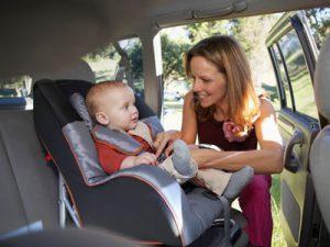 Заботимся о безопасности ребенка в машине