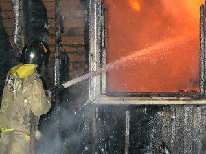 В Смоленском районе горел двухквартирный жилой дом