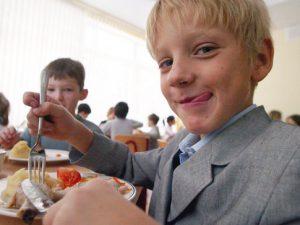 В Смоленске на завтраки и обеды школьников потратят около 85 млн. рублей