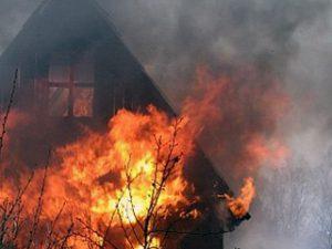 В Смоленске при пожаре в дачном доме пострадал мужчина