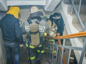 В Смоленской области пожарные спасли 30 человек из горящей пятиэтажки