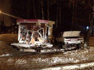 Ночью автомобиль разгромил почтовый ларек в Смоленске