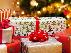 Идеи подарков родным и близким на Новый год Огненного петуха