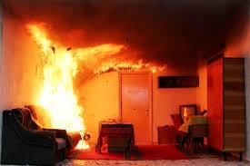 В Гагарине огнеборцы эвакуировали пять человек из горящей квартиры