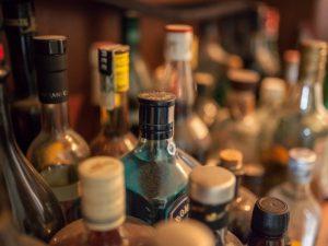 Торговец поддельным алкоголем, отравивший двух смолянок, пойдет под суд
