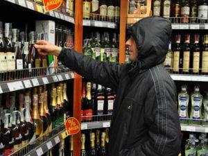 Смолянину, укравшему в магазине алкоголь, грозит четыре года колонии