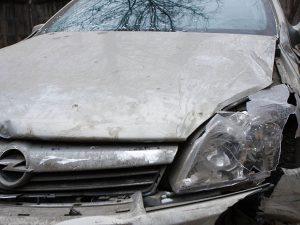 В Смоленской области иномарка вылетела в кювет: два человека пострадали