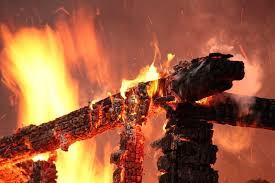 В Смоленской области сгорел дом с гаражом