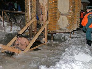 В Смоленской области в Крещенских купаниях приняли участие более десяти тысяч человек