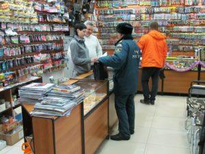 Смоленские спасатели устроили акцию в магазинах для охоты и рыбалки