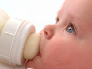 Стоит ли младенцу пить козье молоко?