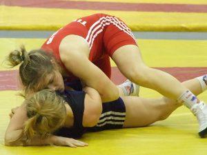 Студентка смоленского училища олимпийского резерва завоевала «золото» на первенстве ЦФО по спортивной борьбе