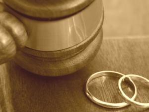 Смоленская прокуратура оспаривает браки с иностранцами