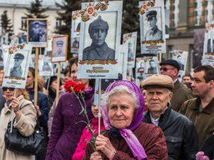 В Смоленске в Красном Бору освятили поклонный крест на месте будущего храма