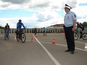 Смоленским велосипедистам напомнили ПДД