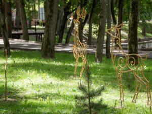 Жители Смоленска почтили память жертв фашизма у монумента «Опалённый цветок»