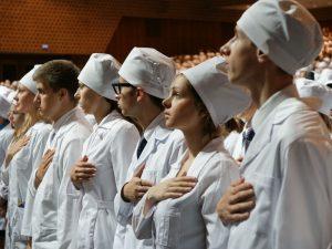 В Смоленске молодых врачей поздравили с вступлением в профессию