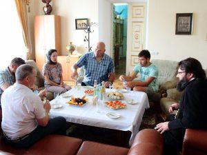 Визит боксера в Смоленск: Николай Валуев посетил строительство храма в Соловьиной роще