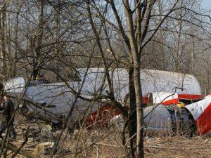 В Польше заявили о следах взрыва на крыле разбившегося в Смоленске самолета