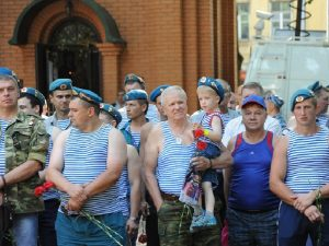 Десантники в Смоленске почтили память погибших в локальных войнах