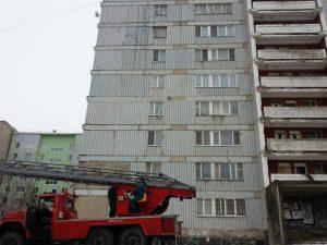 В Смоленске МЧС-ники спасли мальчика, оказавшегося без взрослых на балконе