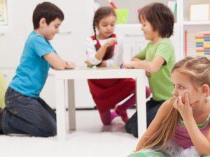 Как воспитывать застенчивого ребенка
