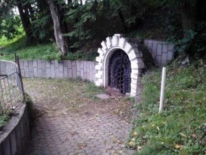 В Смоленске обрушился подземный ход в Лопатинском саду