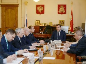 Губернатор Алексей Островский потребовал ликвидировать очередность поставок льготных препаратов в аптеки