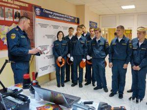 В смоленском МЧС прошёл День открытых дверей для учеников профильного пожарно-спасательного класса
