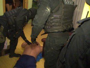 В Смоленске полицейские подозреваемых в организации занятия проституцией