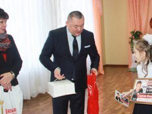 Юная смолянка получила подарок от известного артиста Сергея Жилина