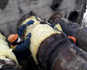 В Смоленске «укутывают» трубы с горячей водой