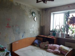 Смолян просят помочь многодетной семье сделать ремонт в квартире