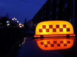 «Стала открывать двери и орать»: продолжение истории с таксисткой-агрессором в Смоленске